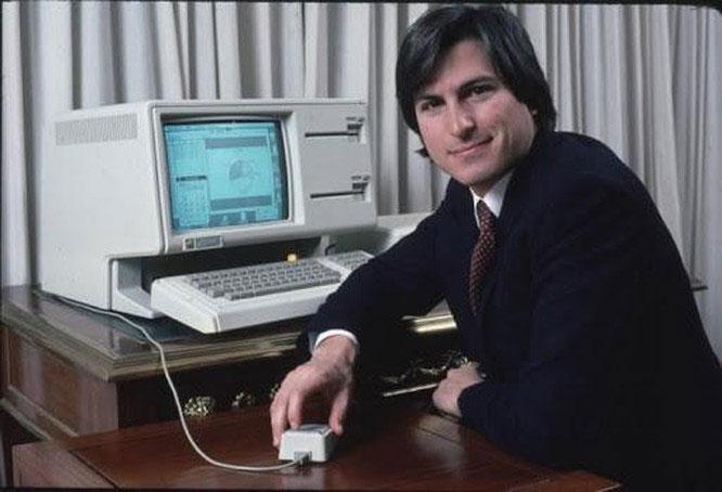 Jobs luôn bảo vệ quan điểm của mình với chuột máy tính.