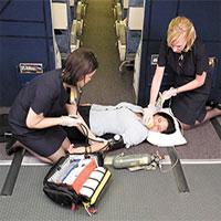 Tiếp viên làm gì khi có người chết trên máy bay?