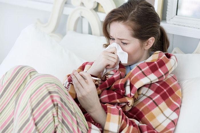 Ở giai đoạn đầu nhiễm HIV, bệnh nhân gặp phải các triệu chứng tương tự cúm