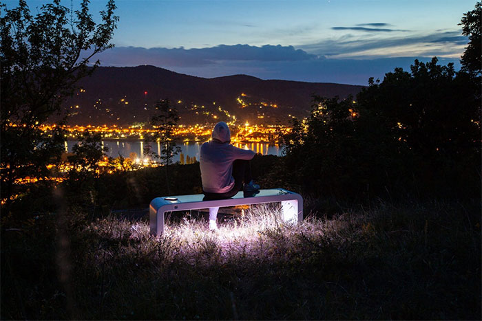 Solar powered smart chair: Charge the battery, play WiFi and more photos 5