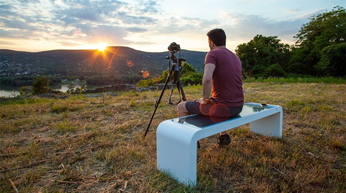 Solar powered smart chair: Charge the battery, play WiFi and more photos 6