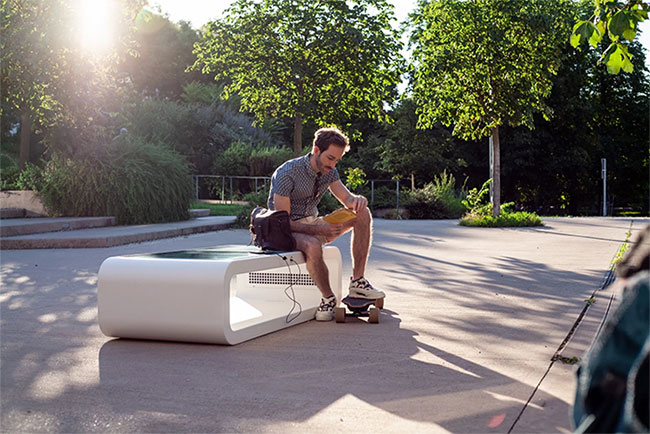 Solar powered smart chair: Charge the battery, play WiFi and more photos 9