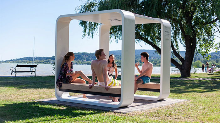 Solar powered smart chair: Charge the battery, play WiFi and more photos 15