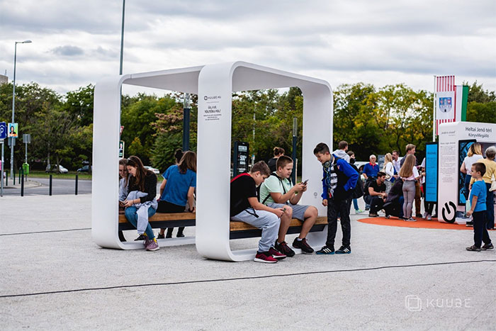 Solar powered smart chair: Charge the battery, play WiFi and more photos 16