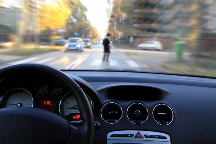 Radar được đặt trên đường thay vì trong phương tiện giao thông.