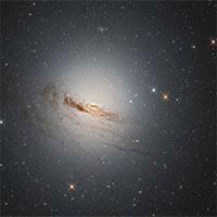 NASA công bố hình ảnh ngoạn mục về khoảnh khắc hấp hối của thiên hà