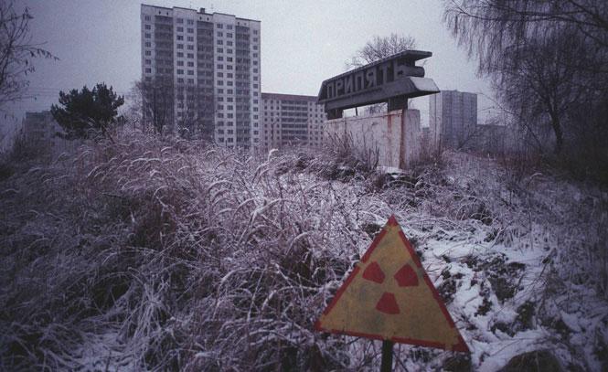 Thị trấn Pripyat nằm cách nhà máy nơi xảy ra thảm họa chỉ vài km trở nên hoang tàn.