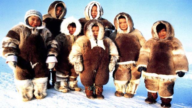Những em bé người Eskimo.