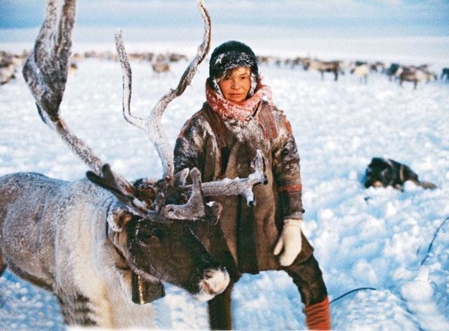 Phụ nữ Eskimo được cho là khỏe hơn những người đàn ông khác trong gia đình.