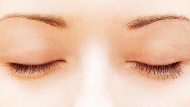 Nhìn thấy màu sắc khi bạn nhắm mắt là hoàn toàn bình thường.