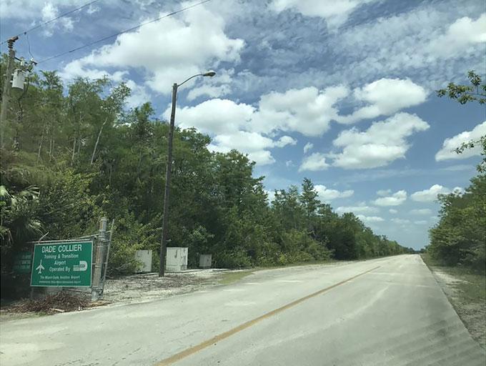 Everglades Jetport giờ thuộc sự quản lí của Cục hàng không Miami Dade.
