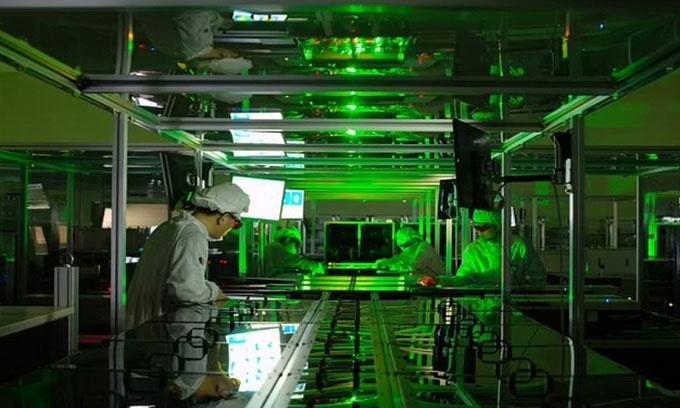 Những xung cường độ cao được tạo ra từ hệ thống laser petawatt.