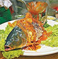 """Món cá âm dương nửa sống, nửa chết khiến thực khách """"sởn da gà"""""""