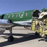 Máy bay bị đâm gần như đứt đôi giữa không trung