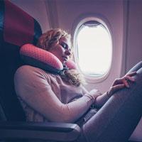 Vì sao không bao giờ nên dựa vào cửa sổ máy bay?