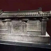 Ngôi mộ mang lời nguyền 'lạnh gáy' trên nắp quan tài, trộm mộ tránh xa
