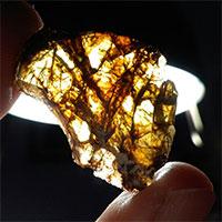 """Thiên thạch cực """"khủng"""" lóng lánh hơn cả vàng ròng"""