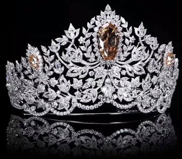 Chiếc vương miện chính là chiến lợi phẩm mà bất kì người đẹp nào cũng mong muốn sở hữu.