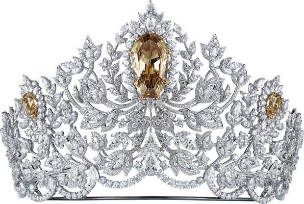 Chiếc vương miện này là một tác phẩm độc đáo, được chế tác thủ công.