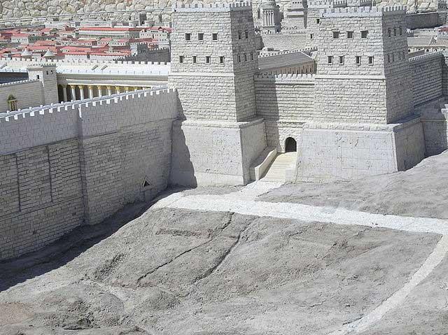 Tái hiện một phần bức tường thành Jerusalem.
