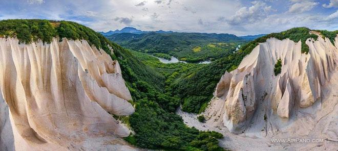 Thung lũng trắng nằm ở Kamchatka, Nga.