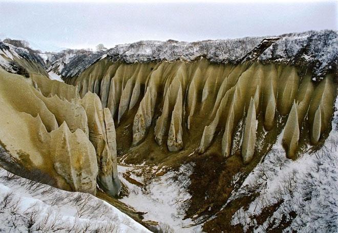 Tuyết rơi trên thung lũng.