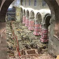 Sửa nhà thờ cổ, phát hiện dưới nền hàng loạt hài cốt, nhà cửa, châu báu