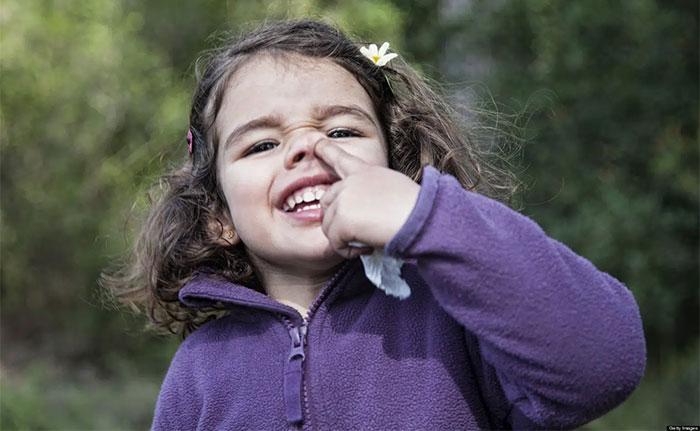 Việc ăn gỉ mũi chẳng khác nào chúng ta đang đưa các mầm bệnh vào cơ thể.