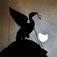 """Chiêm ngưỡng nhật thực """"vòng lửa Bắc Cực"""" xuất hiện khắp thế giới"""