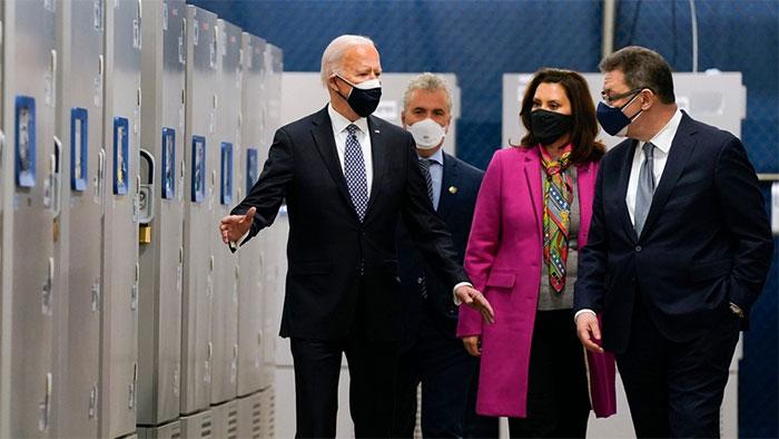Tổng thống Joe Biden tới thăm cơ sở sản xuất của Pfizer tại Kalamazoo.