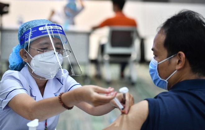 Những ai không được tiêm vaccine Covid-19?
