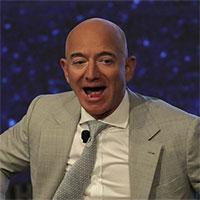 Gần 100.000 người ký 2 kiến nghị không cho tỉ phú Jeff Bezos trở lại Trái đất