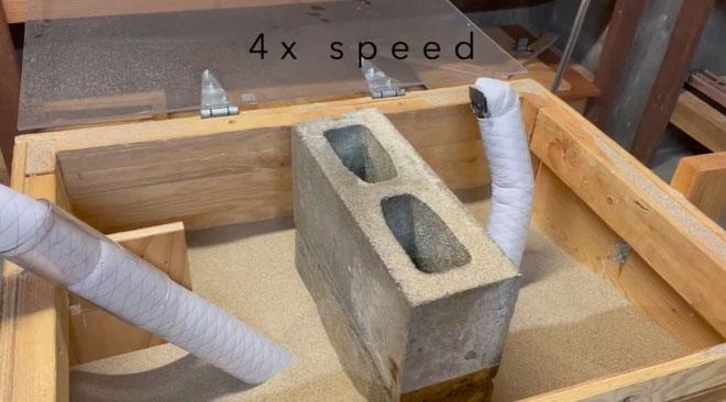 Nó có thể tránh chướng ngại vật bằng cách xoắn hoặc lặn xuống cát và trồi lên ở phía bên kia.