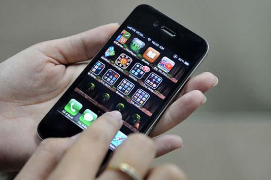 """Hệ thống báo thức của iPhone 4 cũng """"nghỉ Tết"""""""